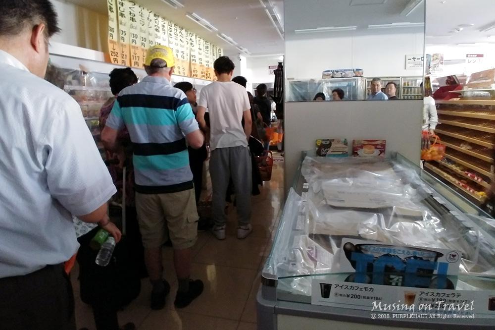삿포로 지진 편의점에서 먹을 것 구하기